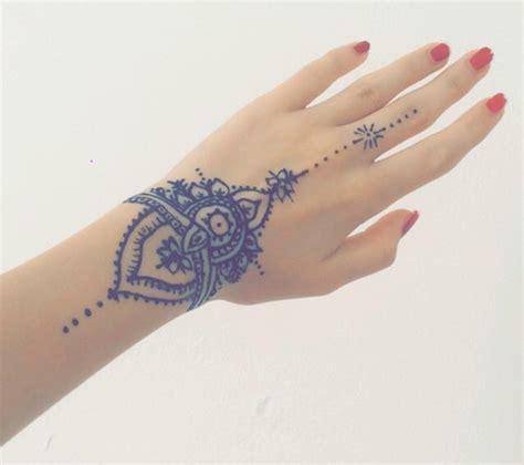 imagenes de tatuajes de henna para mujeres 23 tatuajes para la mano que te puedes hacer con henna
