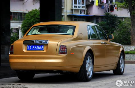 golden rolls royce golden rolls royce looks quite good