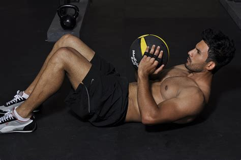 medicine ball ab workout   pack abs playing   balls