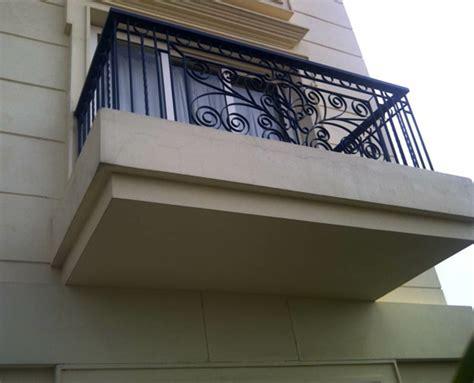 wie hoch muss ein geländer sein gel 228 nder f 252 r balkon tolle vorschl 228 ge