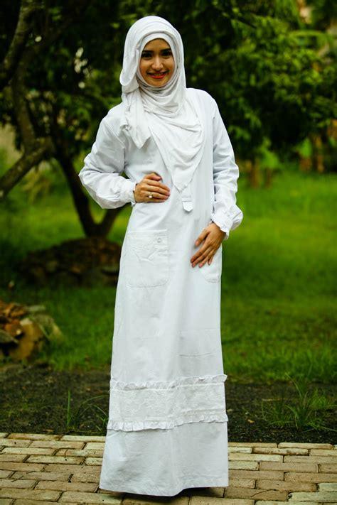 Gamis Bordir Timbul model gamis putih untuk lebaran