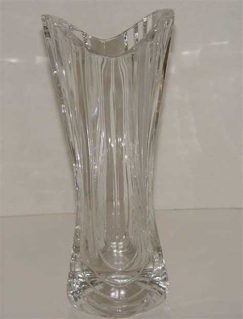 beautiful mikasa lead 10 inch vase flores pattern