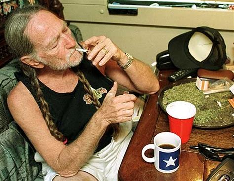 willie nelson smoking pot snoop dogg angry about willie nelson weed arrest