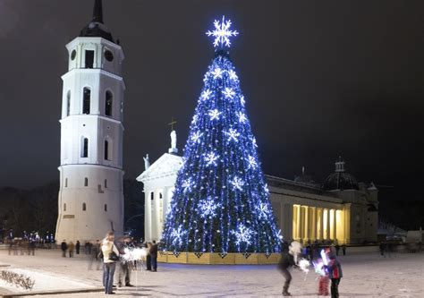 7 christmas traditions around the world