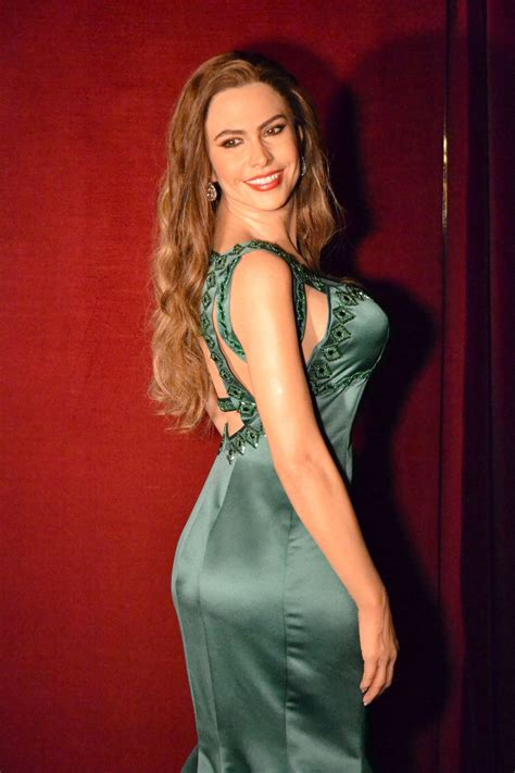 sofa v sofia vergara in madrid wax museum 11 17 2015 hawtcelebs