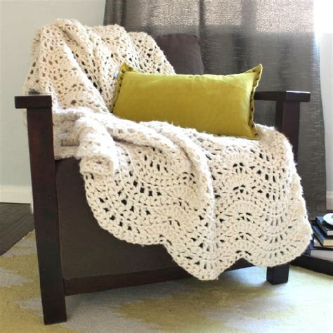 afghan pattern chunky yarn crochet this chunky and cozy lacy throw quickly using