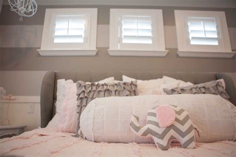 beautiful pink and grey bedroom for your interior decor