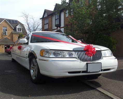 wedding car lincoln lincoln town car limousine prestige classic wedding cars