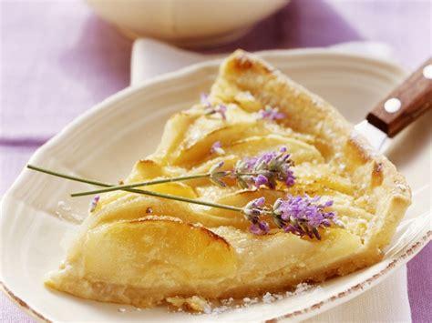 kuchen mit birnen apfel birnen kuchen mit lavendel rezept eat smarter