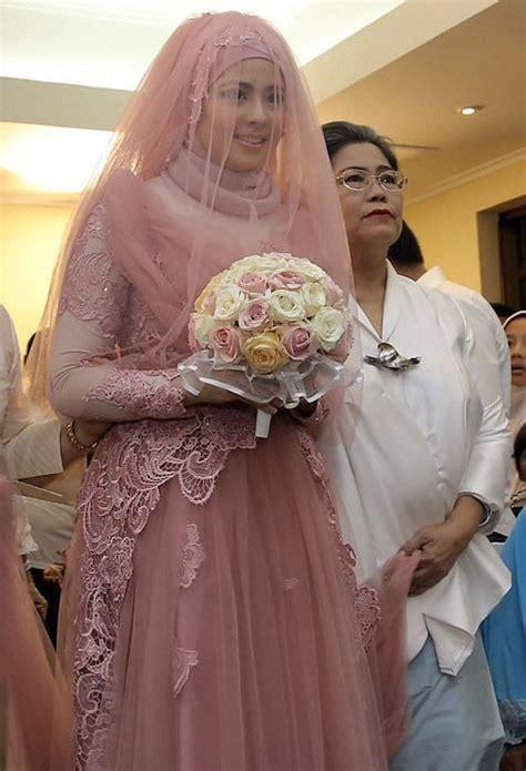 Dijamin Kain Majun Putih Spesial 1kg 12 gaun pernikahan yang bisa membuatmu til anggun dengan jilbab di kepala