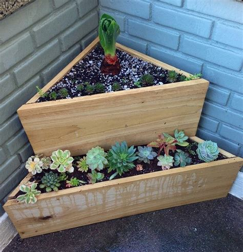 Hanging Herb Planter by How To Make A Wood Pallet Planter 42 Diy Ideas