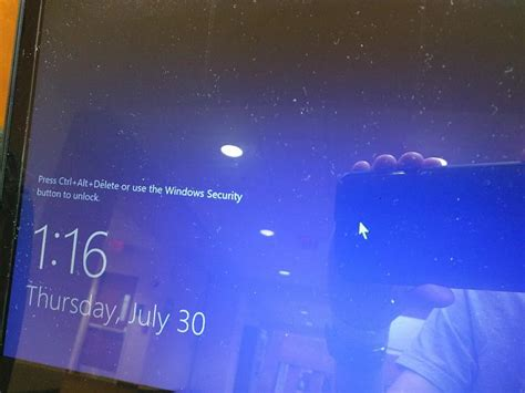themes for lock screen windows 10 windows 10 lock screen background doesn t show up stays