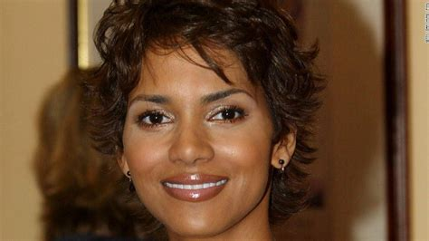halle berry has a wavy bob now and it u0027s her best hair