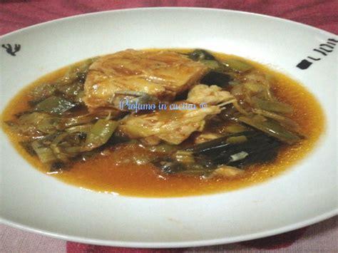 cucinare lo stocco stocco in casseruola con porri profumo in cucina