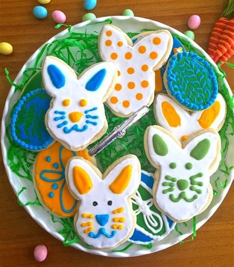 how to decorate cookies how to make decorate sugar cookies grits and pinecones