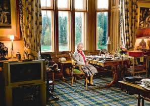 Country Style Sitting Room - tabulous design balmoral castle