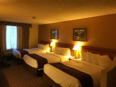 3 beds in one 3 queen beds in one room picture of baymont inn suites lake dillon frisco