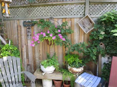 Backyard Wall Decorating Ideas 25 Creative Ideas For Garden Fences Empress Of Dirt