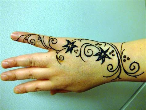 henna design for right hand henna right hand freehand design by jjshaver on deviantart