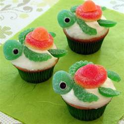 holiday fun cute disney cake and cupcake ideas