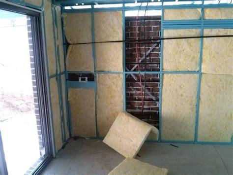 materiale isolante acustico per soffitto l isolamento acustico pareti materiali da isolamento