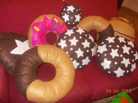 biscotto cuscino 18 migliori immagini cuscini biscotti su