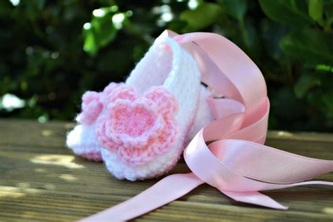 crochet baby ballet slippers free pattern baby ballet slippers the green dragonfly