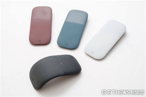 Microsoft Surface Mouse 2017 New Arc Mouse Warna Cobalt Blue 趨於典雅 操控有亮點 微軟surface arc藍牙滑鼠體驗 etnews3c etnews新聞雲