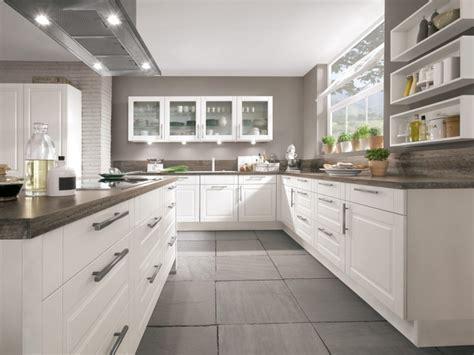 neue einbauküche wandspiegel