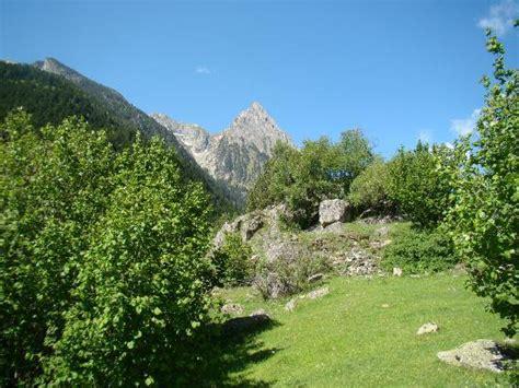 aigã estortes estany de sant maurici national park pyrenees spain 1 25 000 trekking map alpina books aiguestortes national park picture of parque nacional de