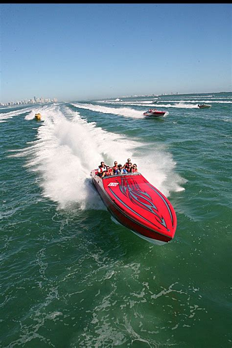 fast boat to the keys leaving miami florida powerboat club travels through
