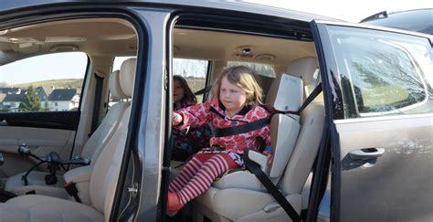3 Kinder Neues Auto by Der Neue Vw Sharan Im Test Video Nenalisi Danielas