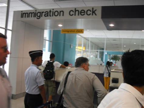 airasia terminal soetta airasia sesalkan rencana penghentian layanan imigrasi di