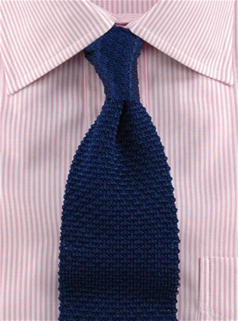 tying knitting classic silk knit tie in navy