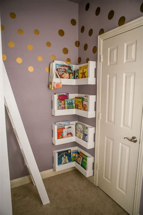 Bookshelves For Small Bedrooms by Best 25 Corner Bookshelves Ideas On Diy