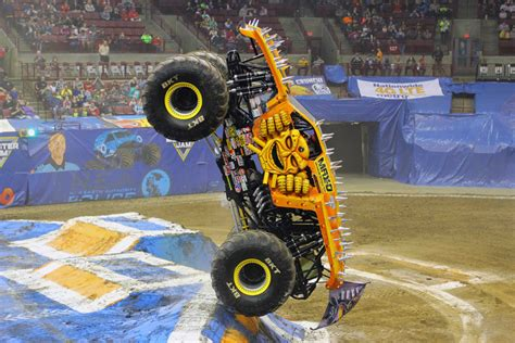 monster truck show verizon center monster jam llegan al verizon center washington hispanic
