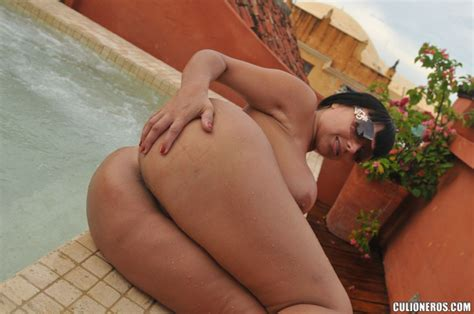 Sandra Leon Big Colombian Mami Butt Fuck By The Pool
