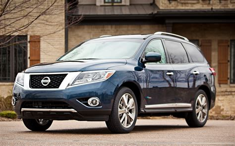 2014 Nissan Pathfinder Hybrid Front View Photo 8