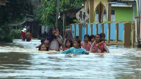 killed  flash floods unleash  indonesia