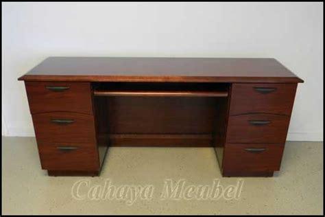 Meja Untuk Kerja meja kerja minimalis jati meja kerja klasik murah cahaya mebel jepara