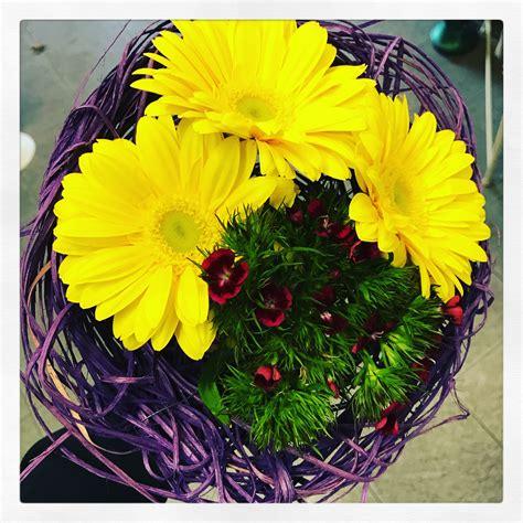 fiore della donna il colore giallo e la festa della donna