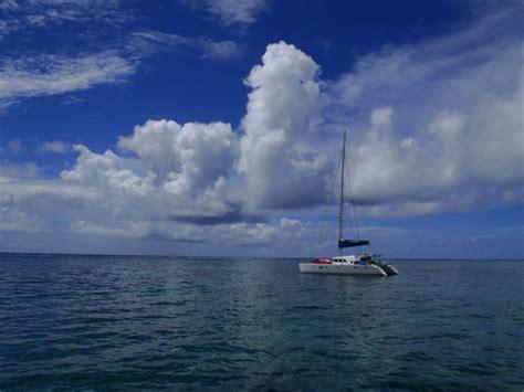catamaran sailing belize sailing in belize belize sailing vacations and catamaran