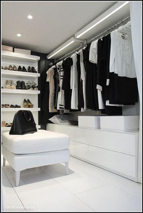 Beleuchtung Kleiderschrank by Indirekte Beleuchtung Begehbarer Kleiderschrank