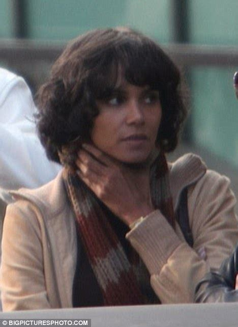 cutting back of halle berry wig cutting back of halle berry wig short asymmetric cut bob
