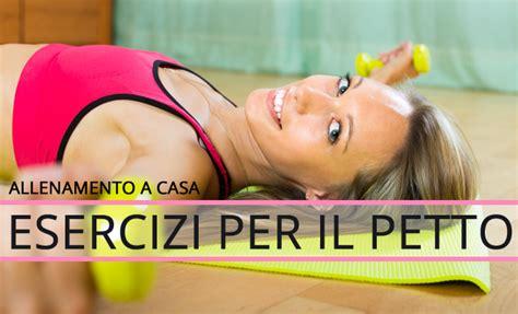 allenamento pettorali a casa allenamento completo esercizi per petto e pettorali a casa