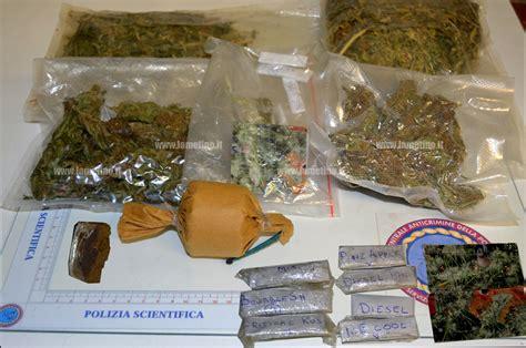 droghe in casa lamezia aveva droga e carta in casa denunciato