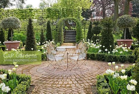 gap gardens parterre with buxus edged beds of tulipa