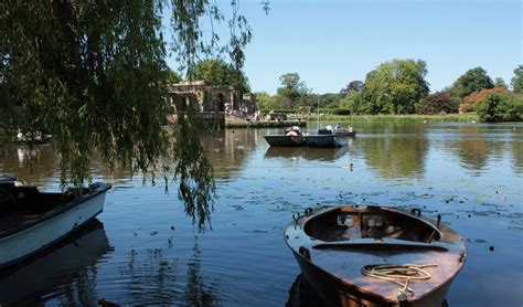 lake view house boats boating at hever castle enjoy a boat trip