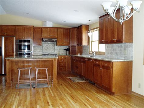 Oak Wood Cabinets Kitchen by Wood Flooring That Goes Well With Honey Oak Cabinets For