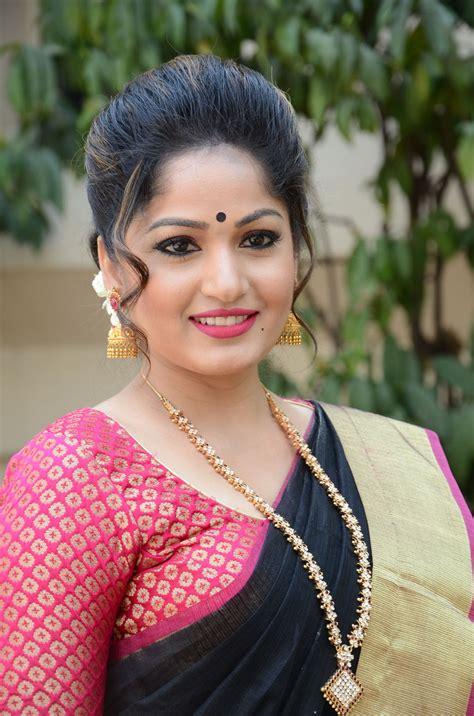 actor latha madhavi latha dazzling photos in saree latest tamil